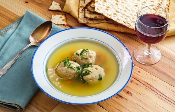 30 mejores alimentos tradicionales de Pascua para el Seder y más allá
