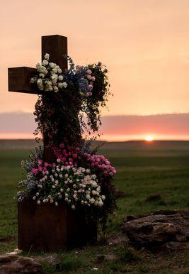 Цветни крст на венчању Алекса и Мауриција