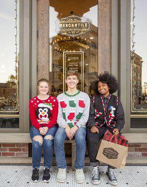 इस सर्दी में पहनने के लिए 20 सर्वश्रेष्ठ बदसूरत क्रिसमस स्वेटर