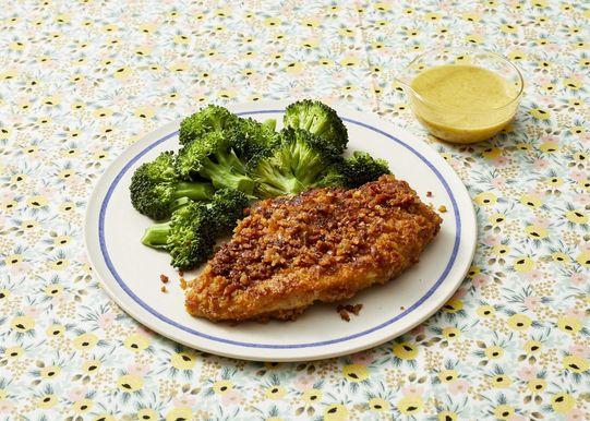 Pollo con costra de pretzel y brócoli