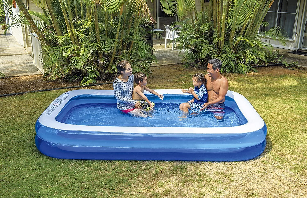 """""""Walmart"""" parduoda milžinišką pripučiamą baseiną, kuris tinka visai jūsų šeimai"""