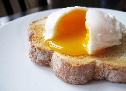 Cómo escalfar huevos a la perfección