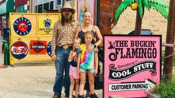 Вижте Вътре в Buckin 'Flamingo: Магазинът Pawhuska с най-готините уникални находки