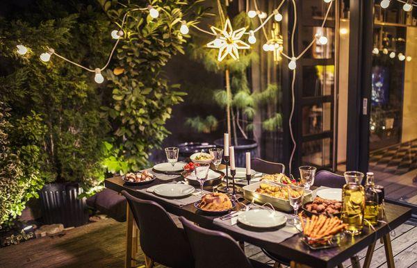 پارٹی کے لئے تیار جگہ کے ل Back پچھواڑے کے 15 روشنی کے بہترین خیالات