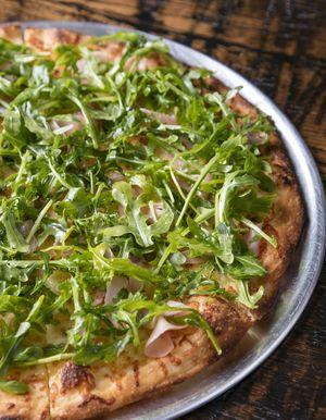 Pizza de higos y rúcula
