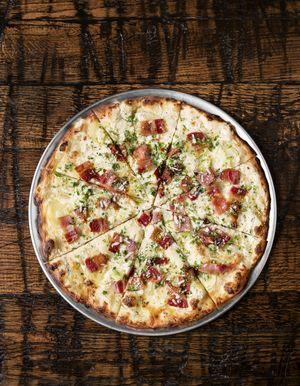 Пица са кромпиром и празилуком