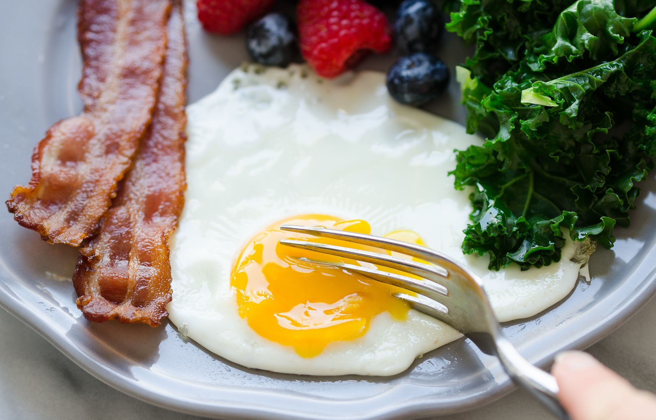 Ako variť vajcia Sunny Side Up
