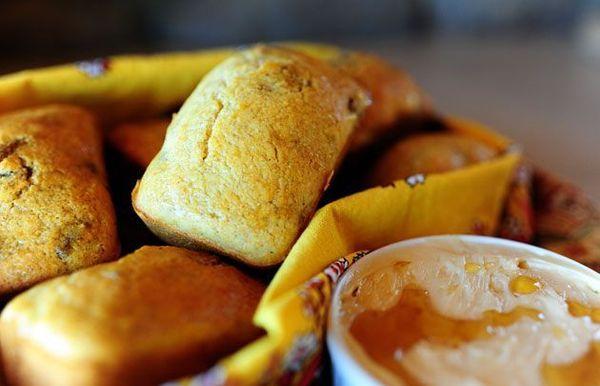 Mini panes de maíz con arándanos y nueces