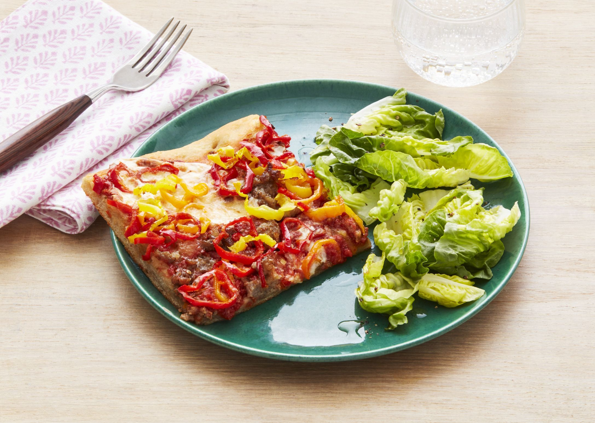 सॉसेज और मिर्च पिज्जा